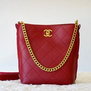 Chanel 10 x 9 x 5 red